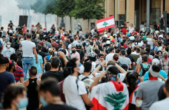 متظاهرين فى بيرون