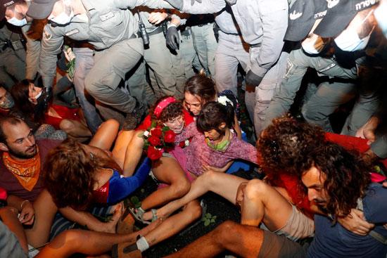 اعتقال المتظاهرين
