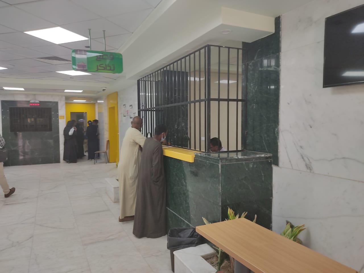 أروقة وأقسام مستشفى إسنا التخصصى تعود للحياة الطبيعية بعد 140 يوماً من العزل  (8)
