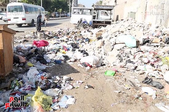 عزة تكسب قوت يومها من القمامة (6)