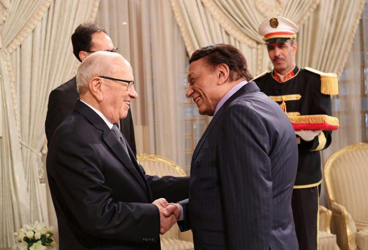 الرئيس التونسي الراحل باجي قايد السبسي يكرم عادل امام