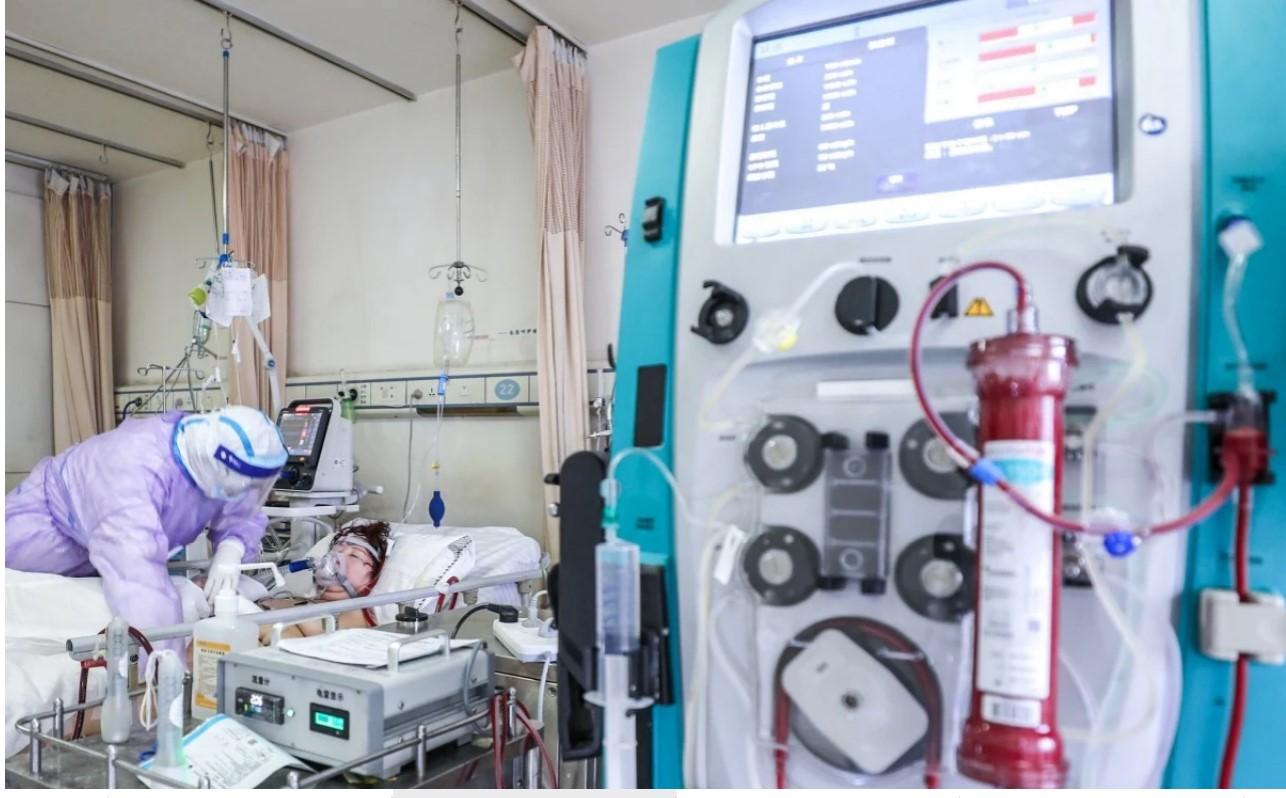 مريض بالصين يقضى 100 يوم على الأجهزة
