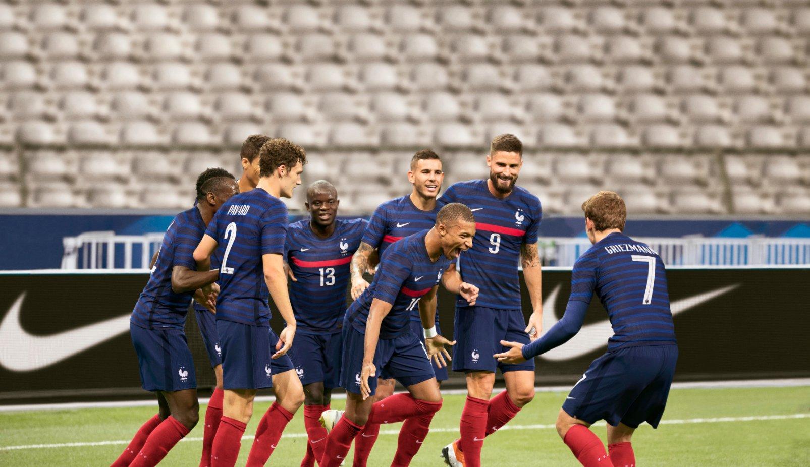 منتخب فرنسا بالقميص الجديد