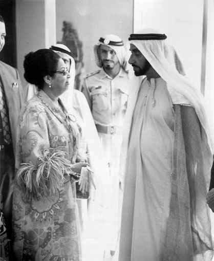 الشيخ زايد يلتقي ام كلثوم