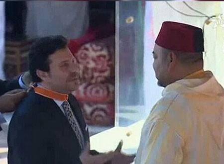الملك محمد السادس يكرم الفنان هاني شاكر
