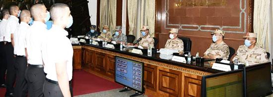 وزير الدفاع يتفقد إجراءات القبول بالكليات والمعاهد العسكرية  (2)