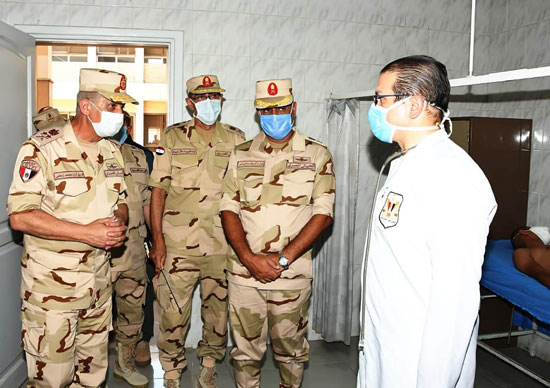 وزير الدفاع يتفقد إجراءات القبول بالكليات والمعاهد العسكرية  (5)