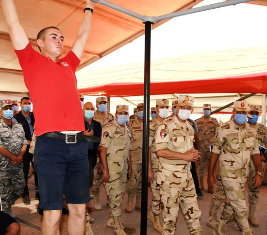 وزير الدفاع يتفقد إجراءات القبول بالكليات والمعاهد العسكرية  (3)