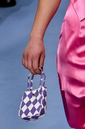 حقيبة بطبعة الشطرنج