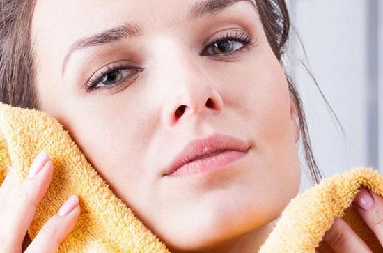 طرق طبيعية لعلاج حبوب البشرة الدهنية