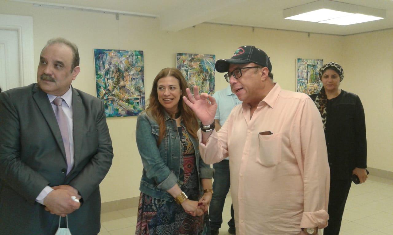 الدكتور أشرف رضا يتفقد معرض الدكتورة مروة سيد حسن  (2)