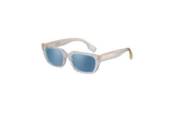 نظارة من مجموعة Burberry