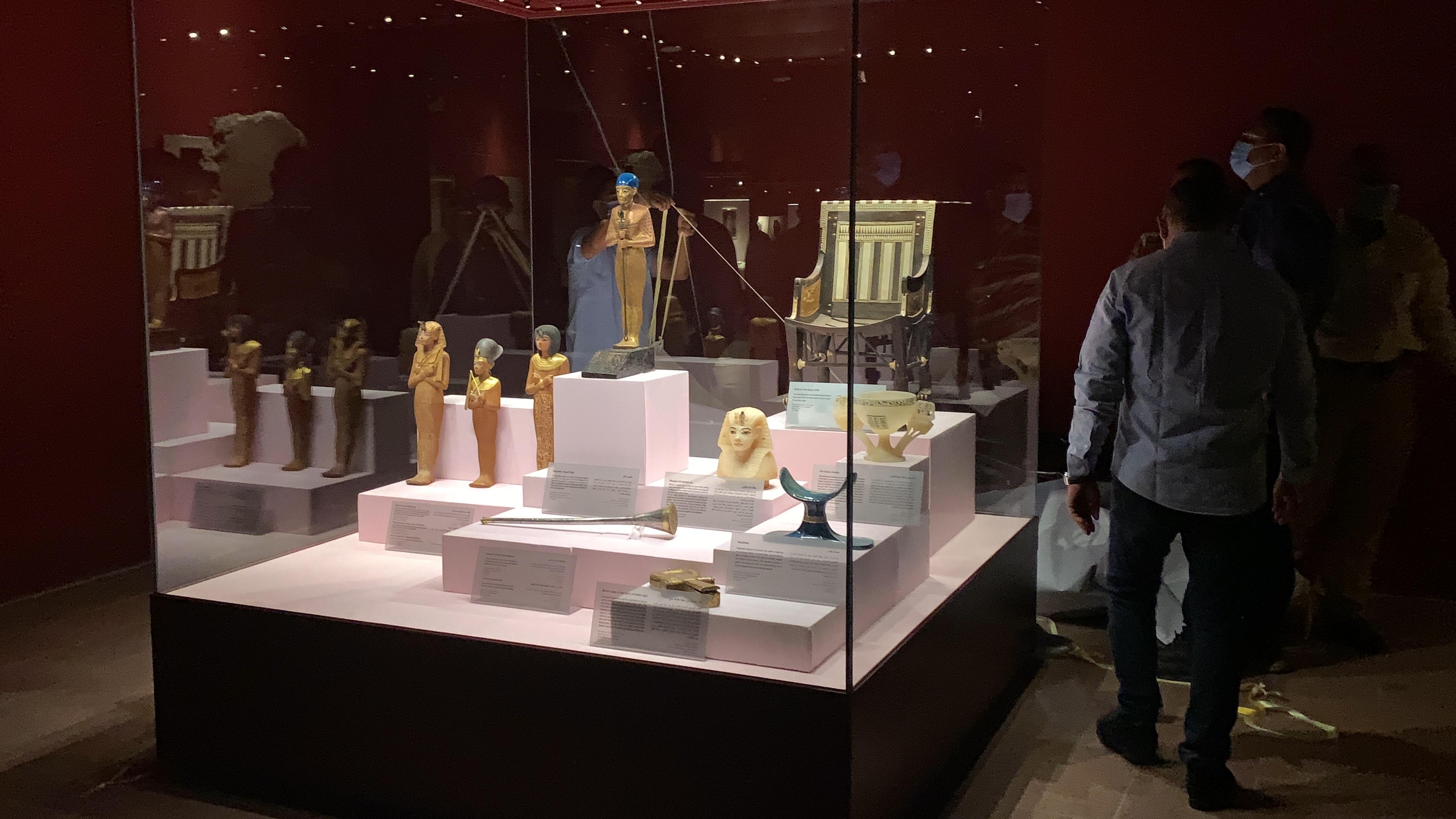 وزير السياحة يفتتح معرض مقتنيات الملك توت عنخ أمون  (3)
