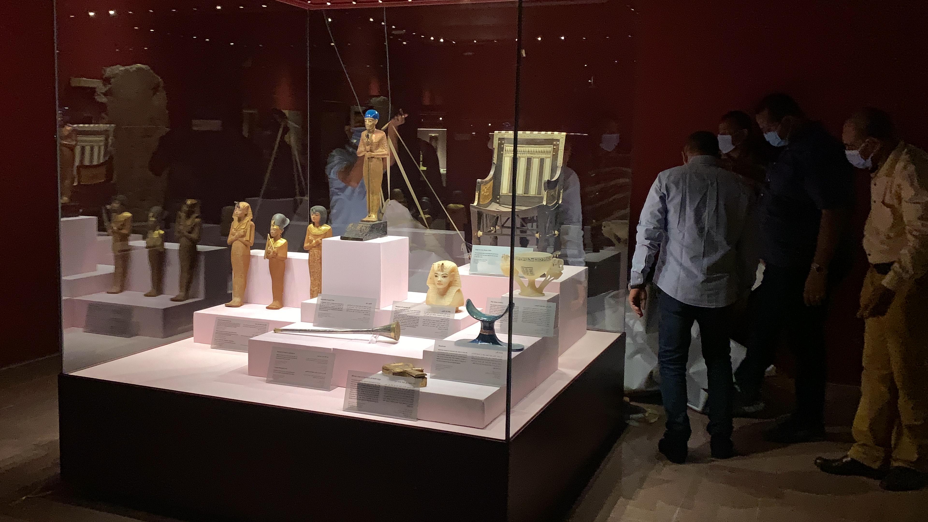 وزير السياحة يفتتح معرض مقتنيات الملك توت عنخ أمون  (4)