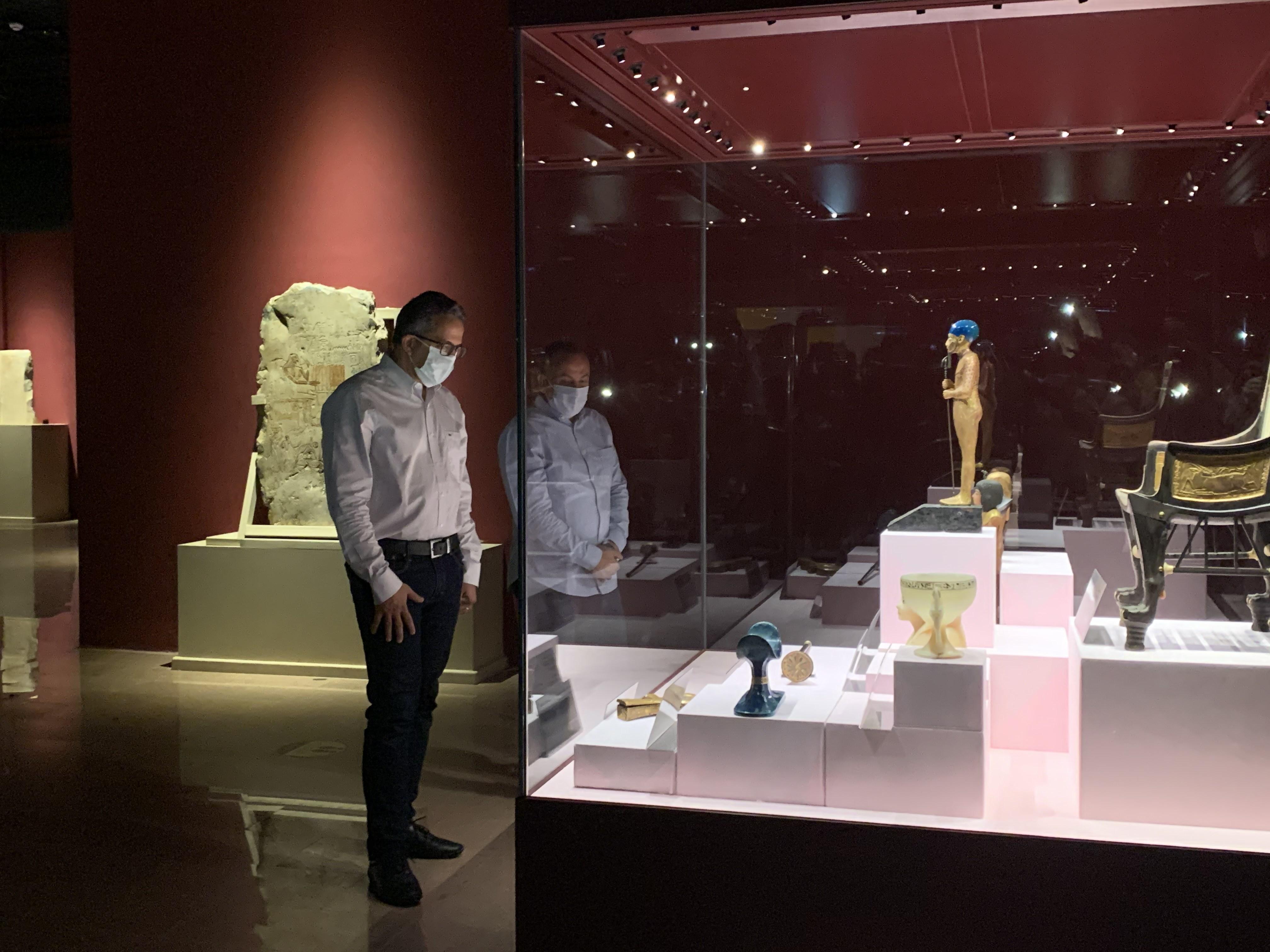 وزير السياحة يفتتح معرض مقتنيات الملك توت عنخ أمون  (5)