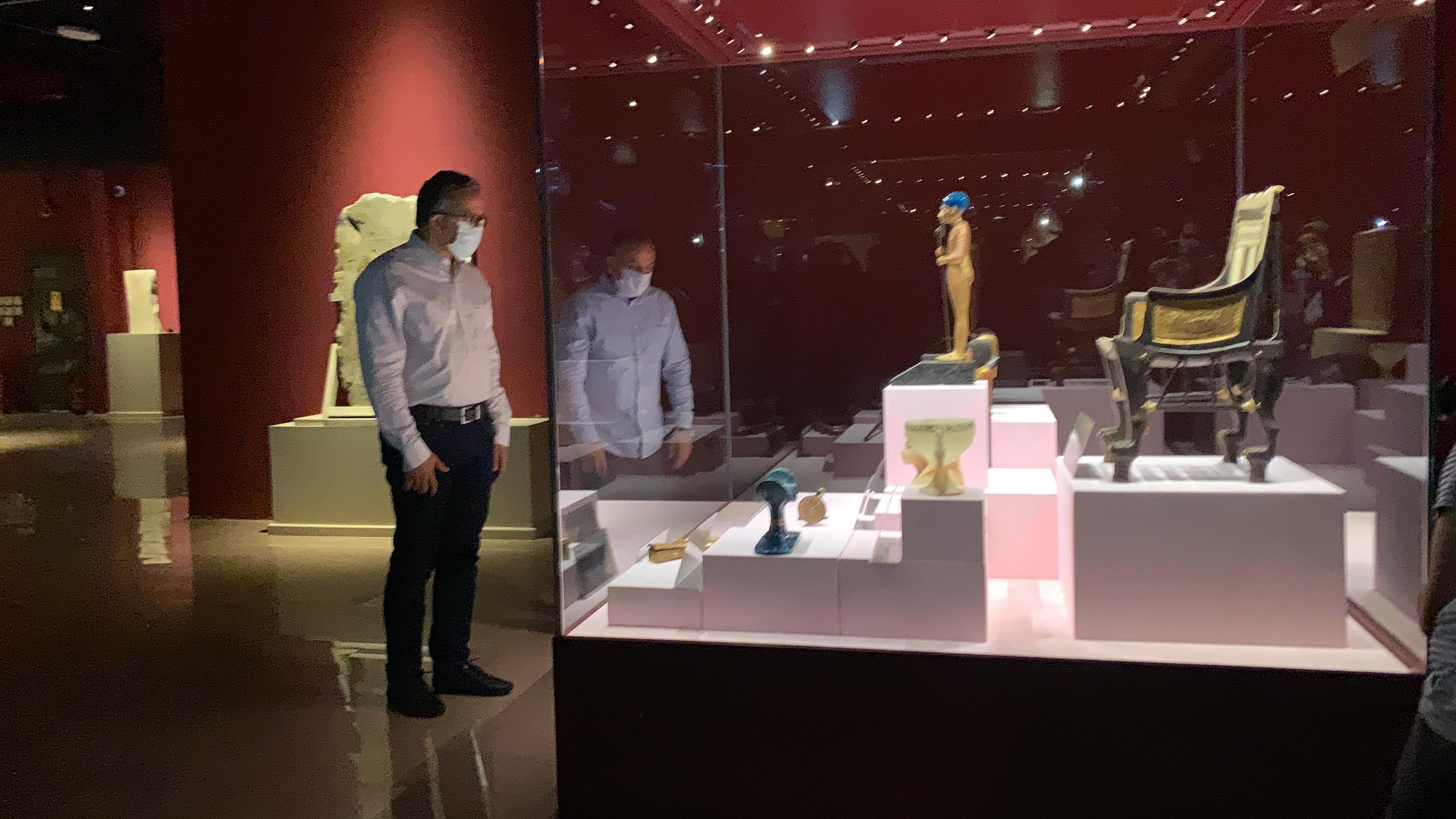 وزير السياحة يفتتح معرض مقتنيات الملك توت عنخ أمون  (6)