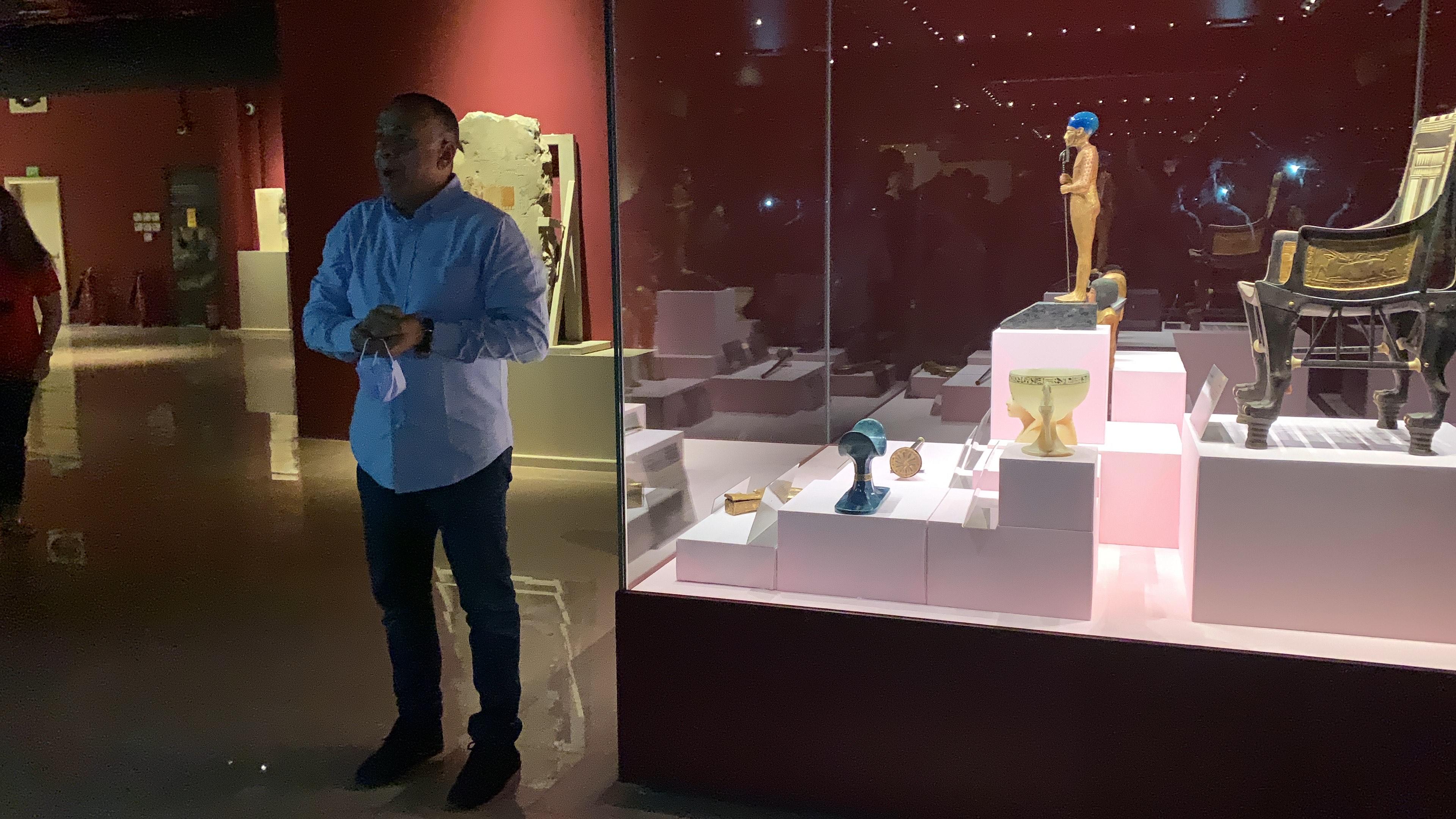 وزير السياحة يفتتح معرض مقتنيات الملك توت عنخ أمون  (8)