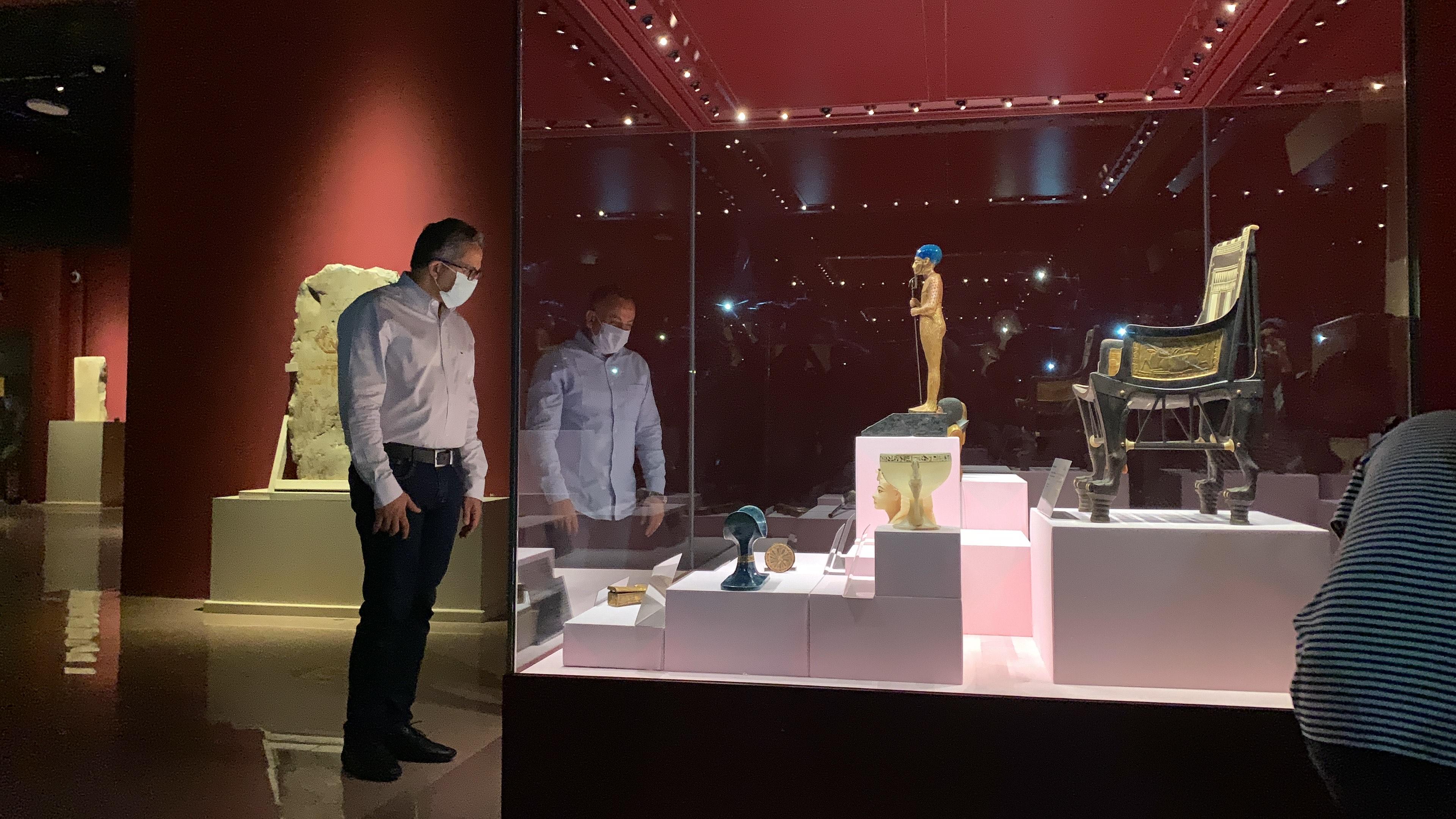 وزير السياحة يفتتح معرض مقتنيات الملك توت عنخ أمون  (7)
