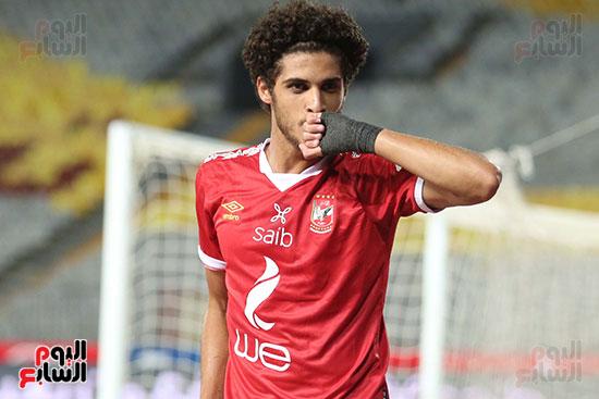 احمد اشليخ يحتفل بالتسجيل في الاسماعيلي