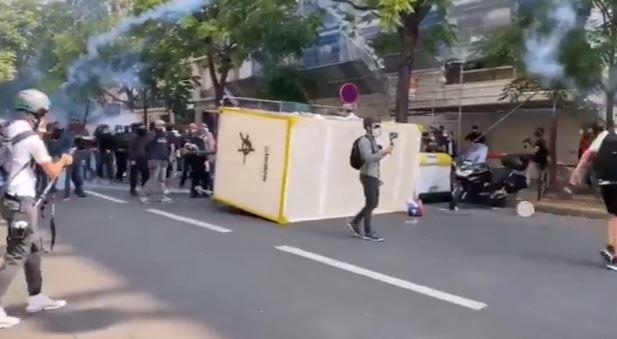 جانب من اشتباكات المحتجين مع الشركة