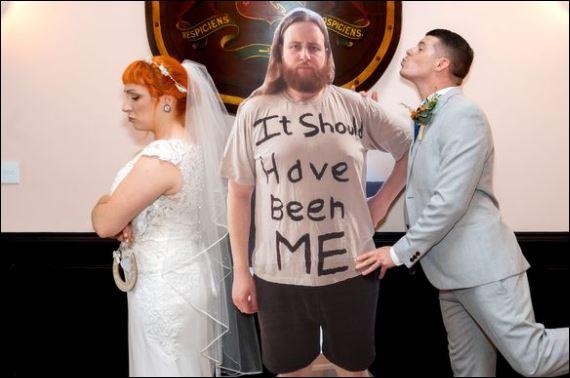 عروسان بريطانيين يتحايلوا على قواعد الابتعاد لإقامة حفل زفافهم (4)