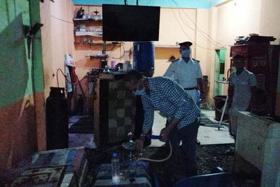 ضبط مقهى مخالف يقدم شيش لرواده فى حملات بمحافظة الأقصر (2)