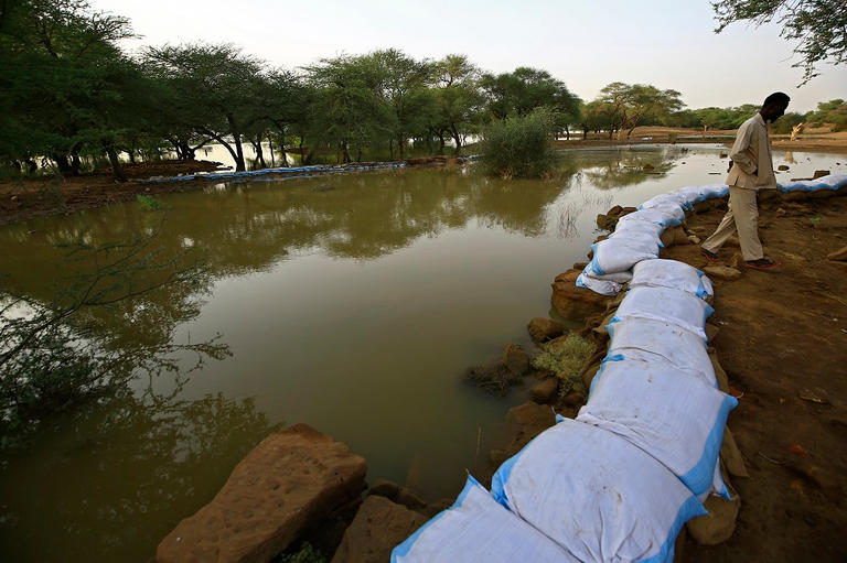 173-000758-floods-sudan-city-meroe-5