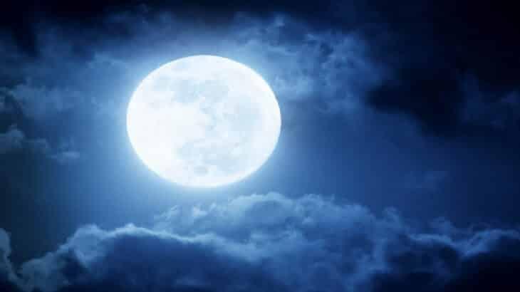 تفسير-رؤية-القمر-في-الحلم