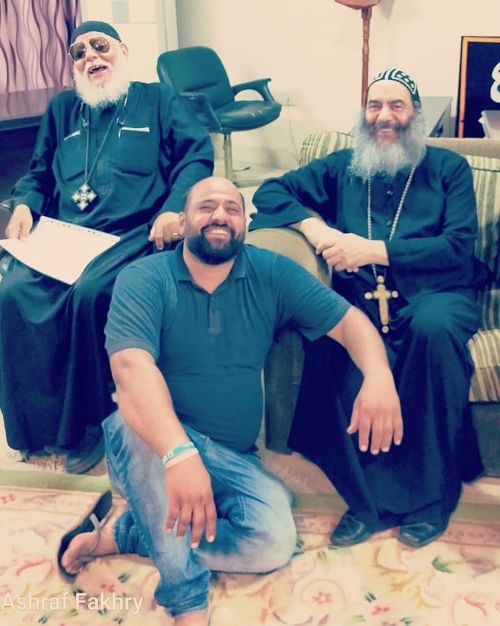 مع بعض من رجال الدين المسيحي