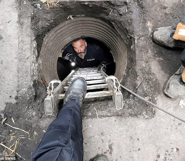 الشرطة البريطانية تعثر على مخبأ للمخدرات تحت الأرض  (2)