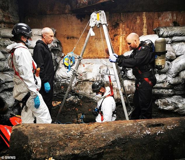 الشرطة البريطانية تعثر على مخبأ للمخدرات تحت الأرض  (4)