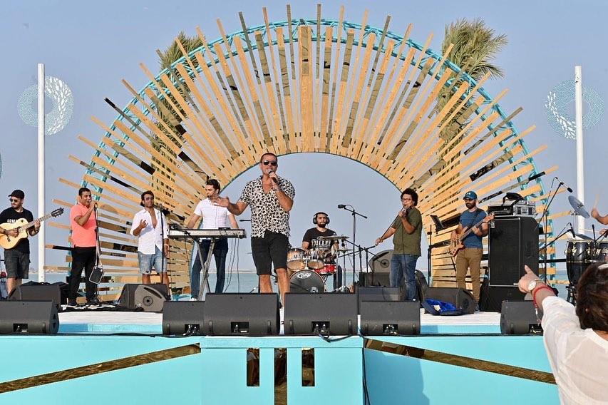 عمرو دياب يحيي حفلا غنائيا عقب وصوله السعودية