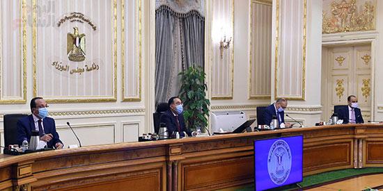 رئيس الوزراء يوجه بدراسة موقف الأراضى المخصصة للجمعيات بالإسماعيلية (1)