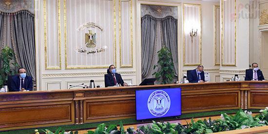 رئيس الوزراء يوجه بدراسة موقف الأراضى المخصصة للجمعيات بالإسماعيلية (2)