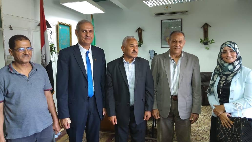 فريق منظومة الشكاوى خلال تواجده بديوان عام المحافظة