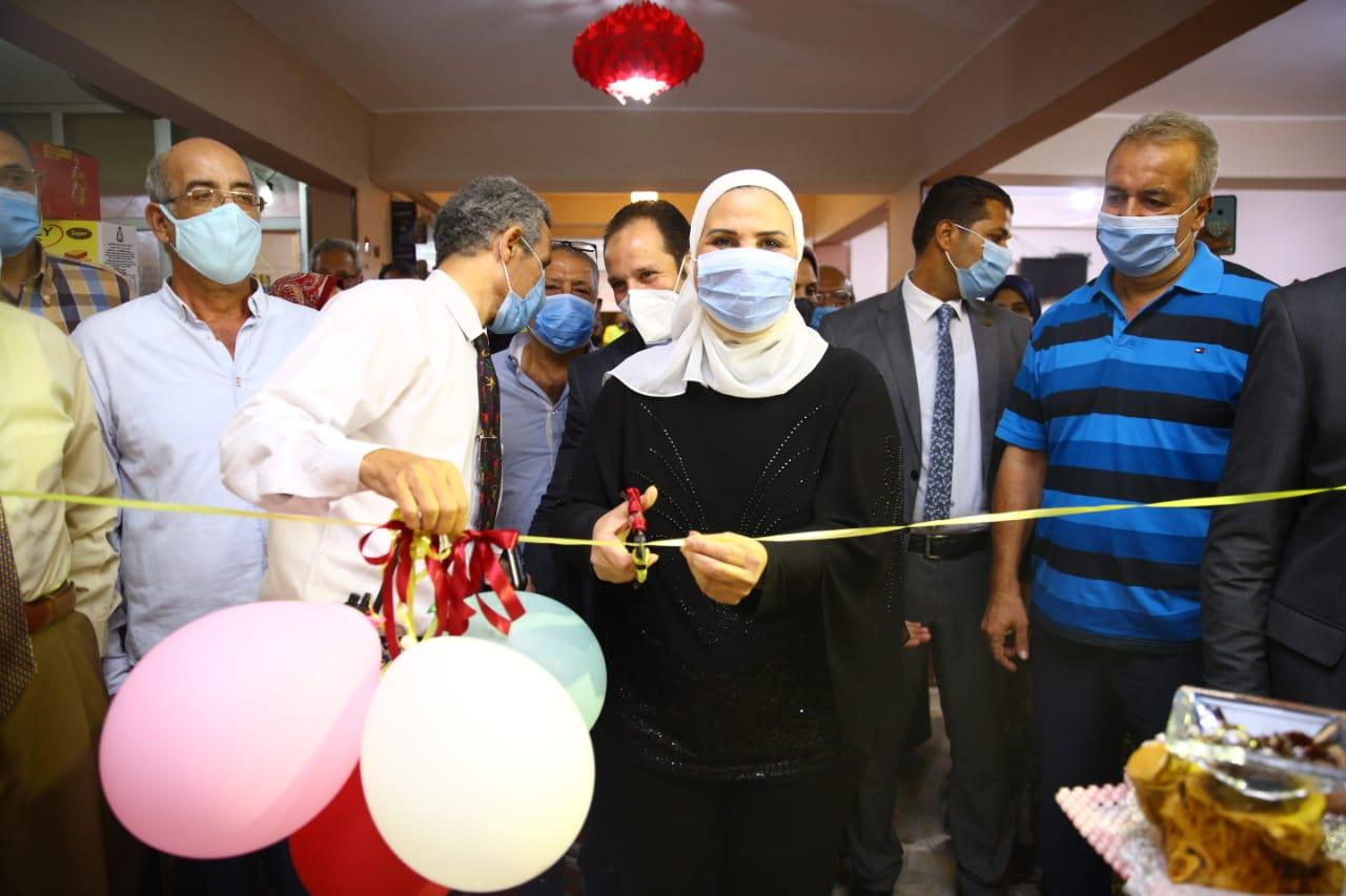 افتتاح معرض الاسر المنتجة بالاسكندرية (1)