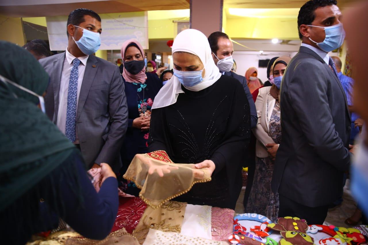 افتتاح معرض الاسر المنتجة بالاسكندرية (3)