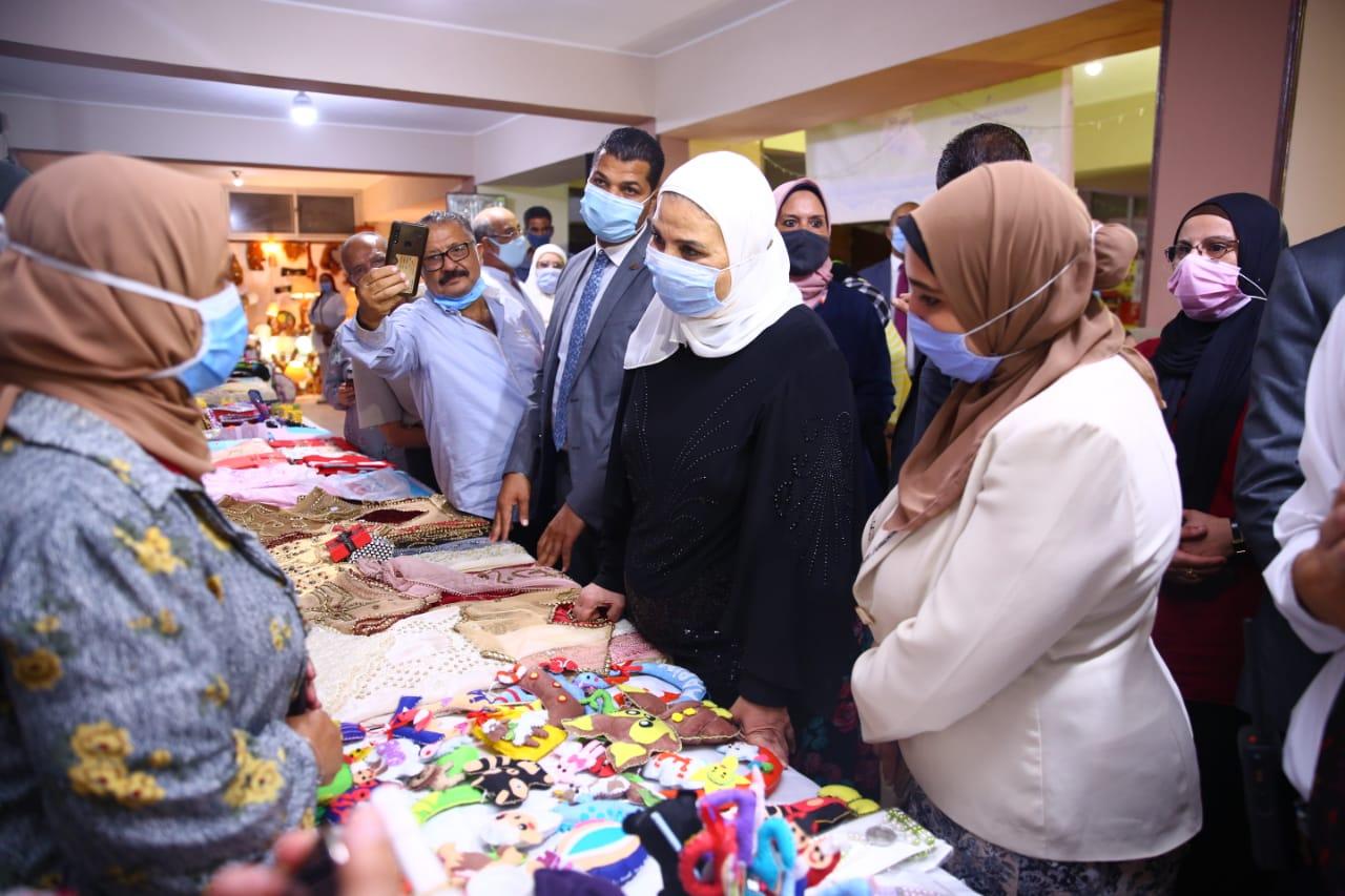 افتتاح معرض الاسر المنتجة بالاسكندرية (4)