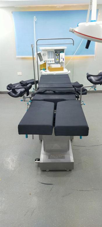 وصول معدات وأجهزة طبية (8)