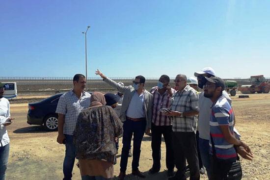 نائب محافظ بورسعيد يتابع أعمال توسعة محيط منفذ النصر الجمركى (7)