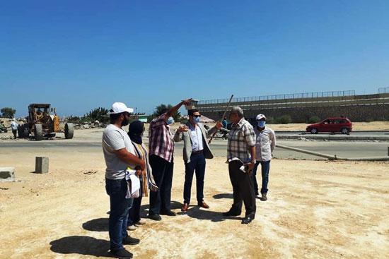 نائب محافظ بورسعيد يتابع أعمال توسعة محيط منفذ النصر الجمركى (9)