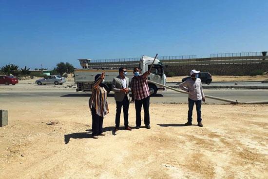 نائب محافظ بورسعيد يتابع أعمال توسعة محيط منفذ النصر الجمركى (5)