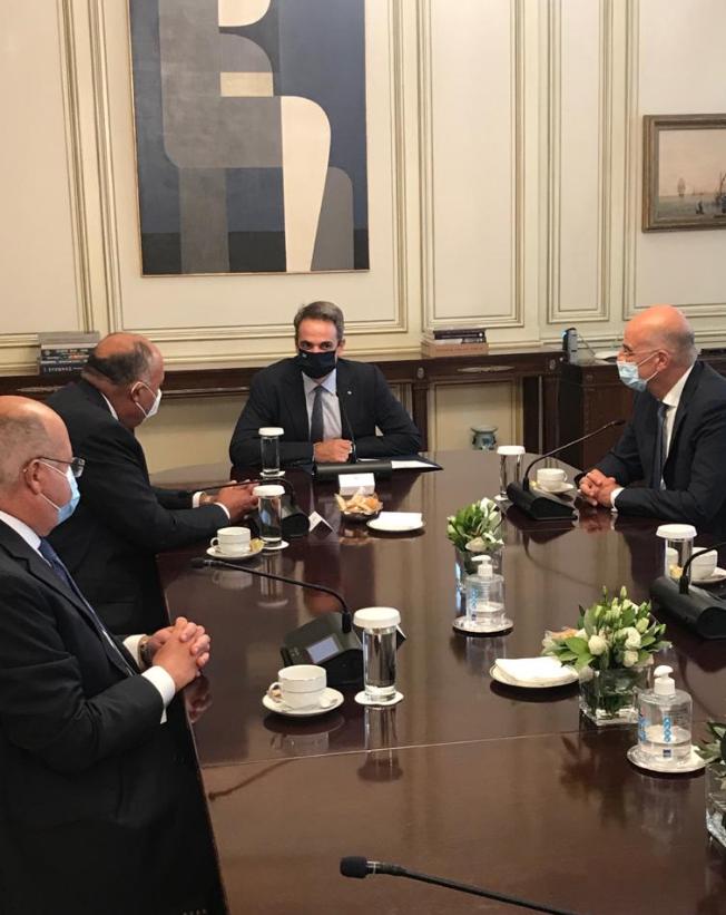 وزير الخارجية مع رئيس وزراء اليونان
