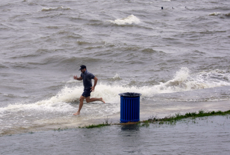 الجري وسط المياه