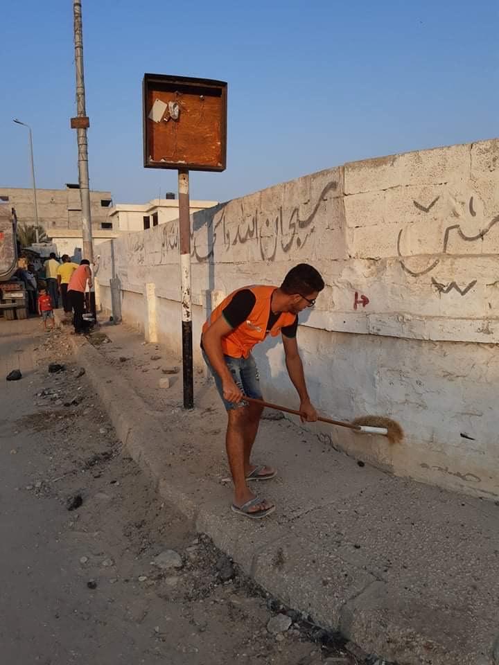 شباب العريش يبادرون بتنظيف وتجميل المقابر  (1)