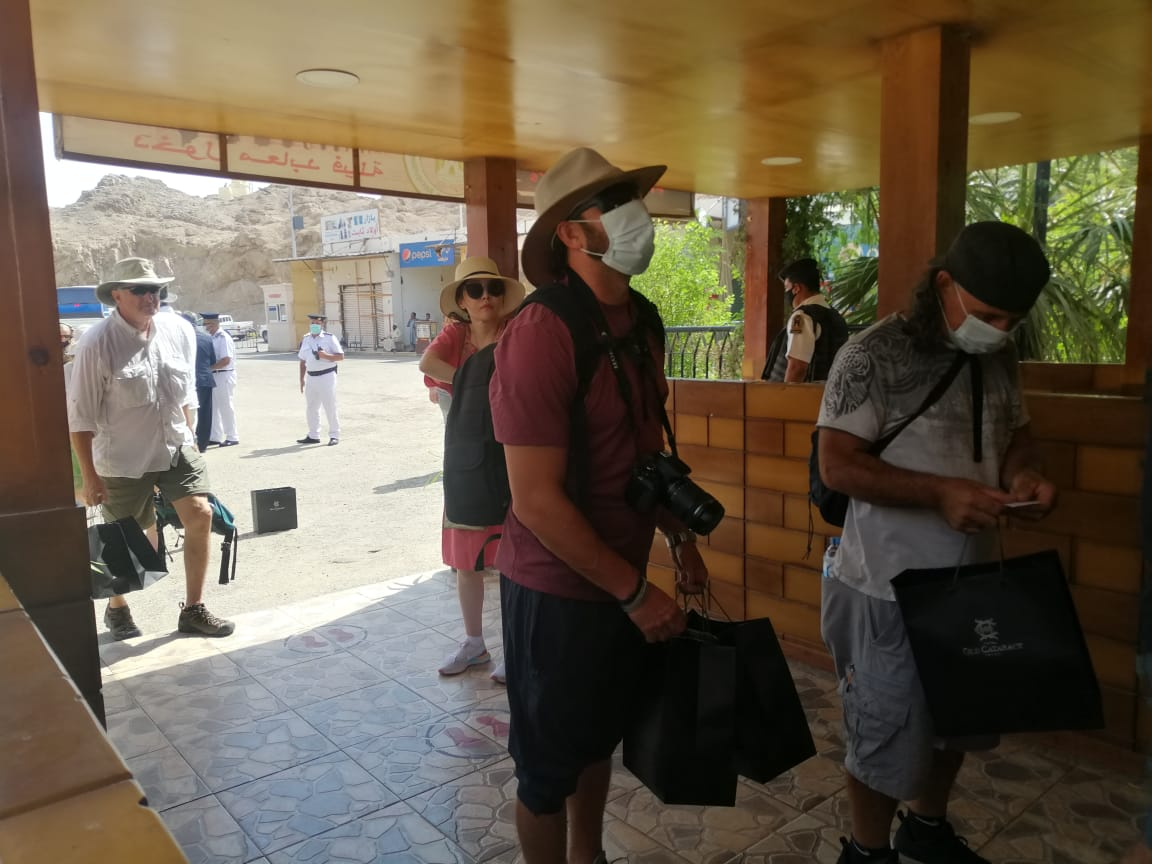 الفوج السياحى فى معبد فيلة (2)