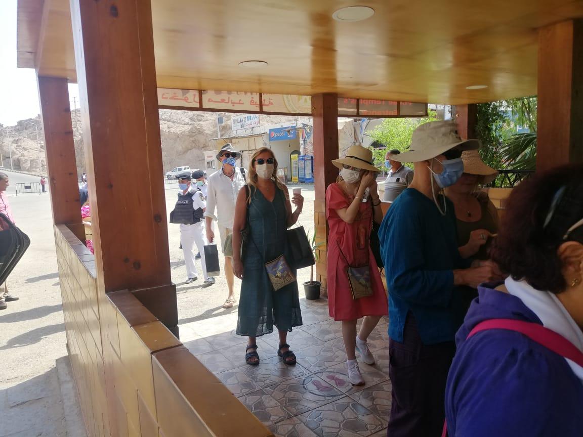 الفوج السياحى فى معبد فيلة (1)