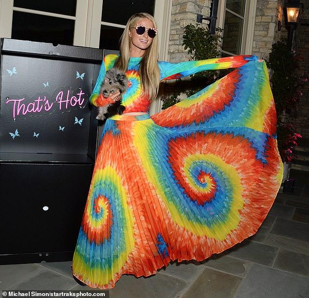 فستان باريس هيلتون