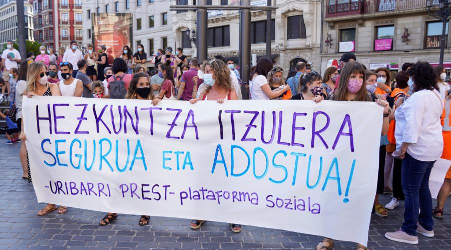لافتات مناهضة للحكومة الإسبانية