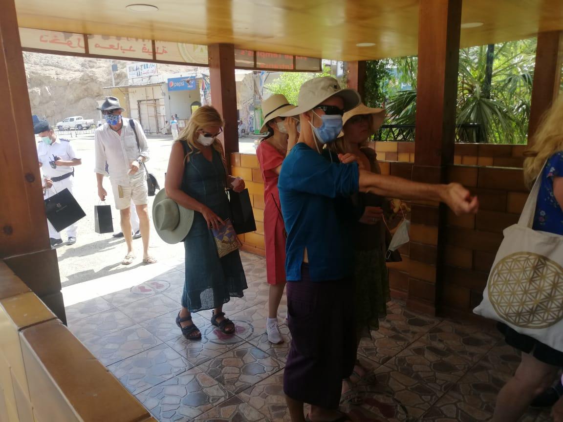 الفوج السياحى فى معبد فيلة (3)